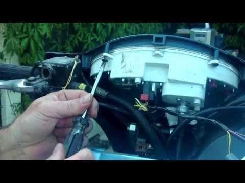 ▶ Vespa et2 clock battery change - YouTube