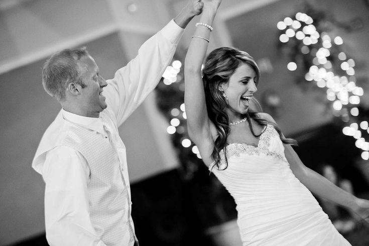 Podstawa udanej zabawy, czyli muzyka na weselu - Bardzo często słyszy się – bez muzyki nie ma dobrej zabawy. Trudno jest nie zgodzić się z tym twierdzenie. Muzyka zarówno podczas ceremonii zaślubin, jak i w trakcie przyjęcia weselnego spełnia niezwykle ważną rolę. W związku z powyższym warto jest dokładnie zastanowić się nad oprawą muzycz... - http://www.letswedding.pl/podstawa-udanej-zabawy-czyli-muzyka-na-weselu/