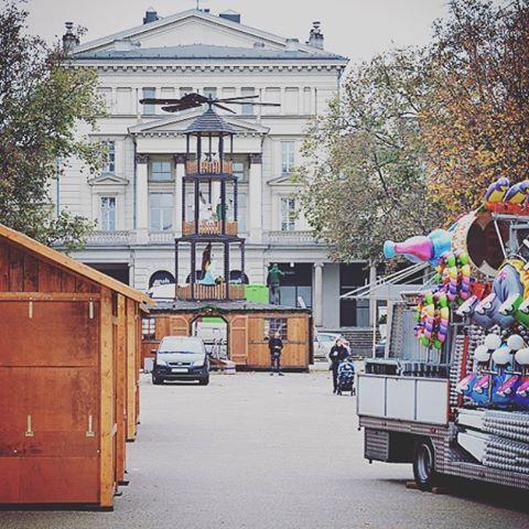 """Betlejem Poznańskie """"rośnie"""" na placu Wolności"""