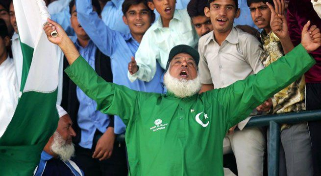 New Delhi: Everyone has seen him at all India-Pakistan matches. He has a Pakistan flag in hand as well as an Indian flag. Photos of him with Sudhir Gautam, Sachin Tendulkar's biggest fan, have gone viral. Yet, this year, Mohammad Bashir, popularly known as 'Chacha Chicago', will miss his first...