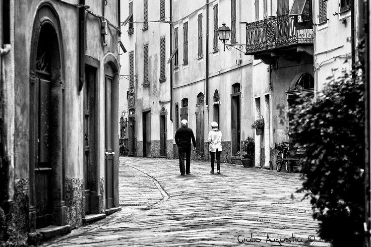 Camminando nel carruggio - Varese Ligure