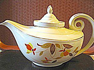Vintage Hall Jewel Tea Autumn Leaf Aladdin Tea Pot  I WANT THIS REALLY BAD.