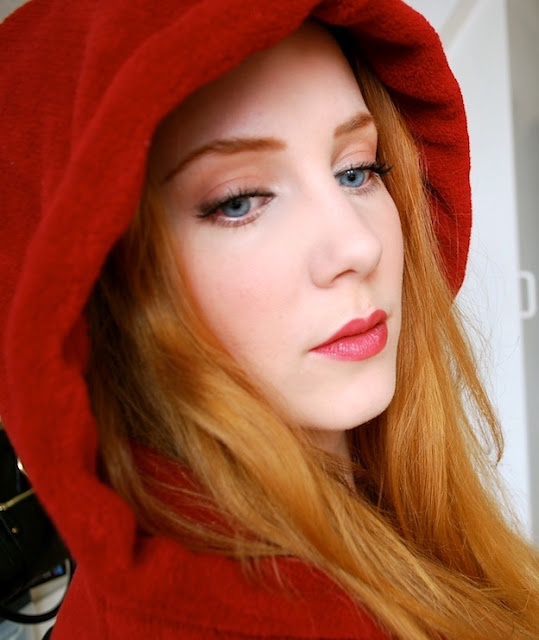 Red Hoodie by Simone Simons | (Famous) Redheads - fake or ...