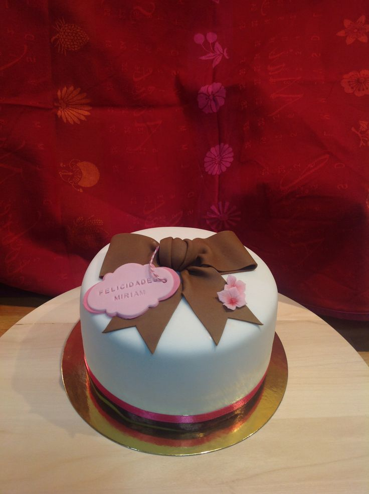 Brown bow cake