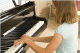 Každý máme svoje sny. Jedným z nich môže byť aj to, že sa naučíme hrať na klavír, gitaru, husle, alebo saxofón. Ako sa naučiť hrať na hudobný nástroj?