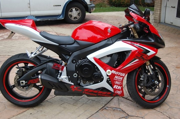 Red gsxr 600   Motorcycle