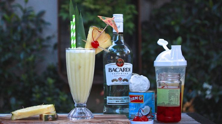 PINA COLADA: Nothing says holidays like a Piña Colada. The cult classic is a staple on banana lounges around resort pools in all tropical places around the World. Mixed with pineapple juice, coconut milk, white rum and orange juice. Recipe on the blog.