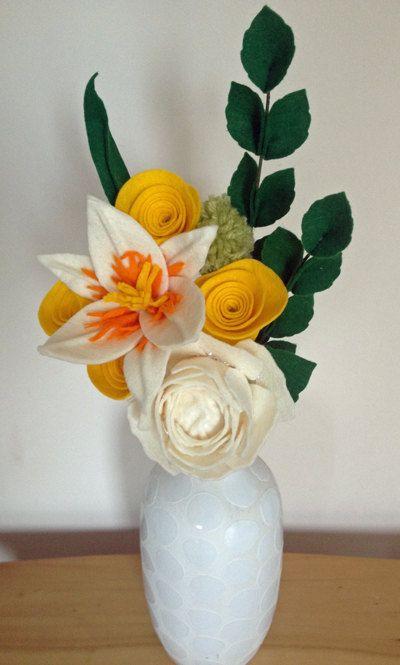 Feathered Felt Lilly felt Flower Market от SazzleandMogie на Etsy