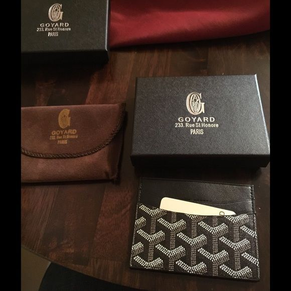 Goyard card holder New, black card holder, comes with box and dust cloth, EXCELLENT quality, hand painted...price reflects auth. Unisex thank you for viewing =) Goyard Accessories Key & Card Holders