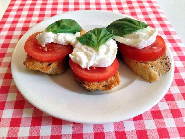 Bruschetta Caprese   Het lekkerste recept vind je op AllesOverItaliaansEten