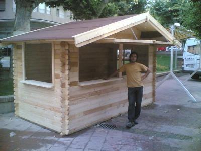 Kiosco de madera para jardin buscar con google kiosko for Kioscos prefabricados de madera