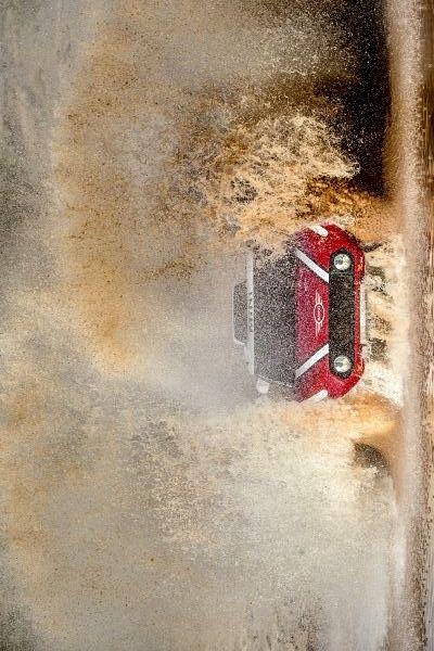 2017/12/5:Twitter: @BMWGroupPrensa:  ¿#SabíasQue el #MINI John Cooper Works Buggy se mueve con un motor diésel de 6 cilindros en línea y 3,0 litros que genera una potencia de 250 kW/340 CV y un par máximo de 800 Nm?