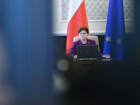 Dzisiaj Bruksela stała się celem zamachu terrorystycznego  Beata Szydło: Mogę zapewnić naszych obywateli, że są bezpieczni. Wszystkie służby działają, są w pogotowiu.  https://dotsub.com/view/49bd10a9-d786-4e8f-ac5e-831ecc488f14  NIJAK, odpowiada Minister Macierewicz na pytanie studenta IV roku, jak przygotowuje sie MON do SDM w kontekscie potencjalnego ataku terrorystycznego http://sowa.typepad.com/blog/2016/03/