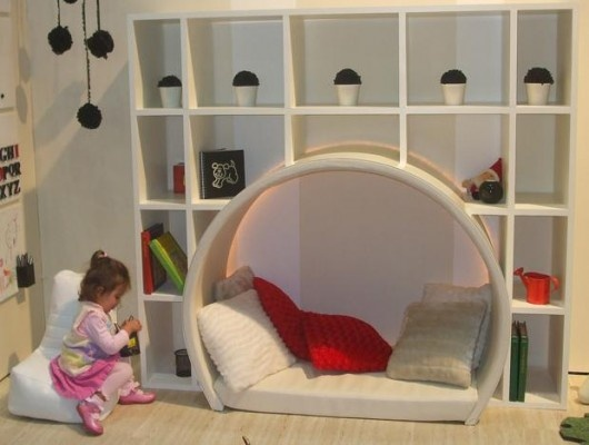 Wall storage shelf with cubby for kid