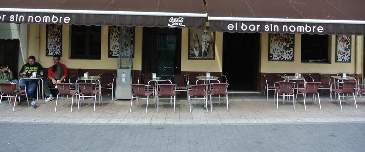 La terraza de El bar sin nombre, en Noreña