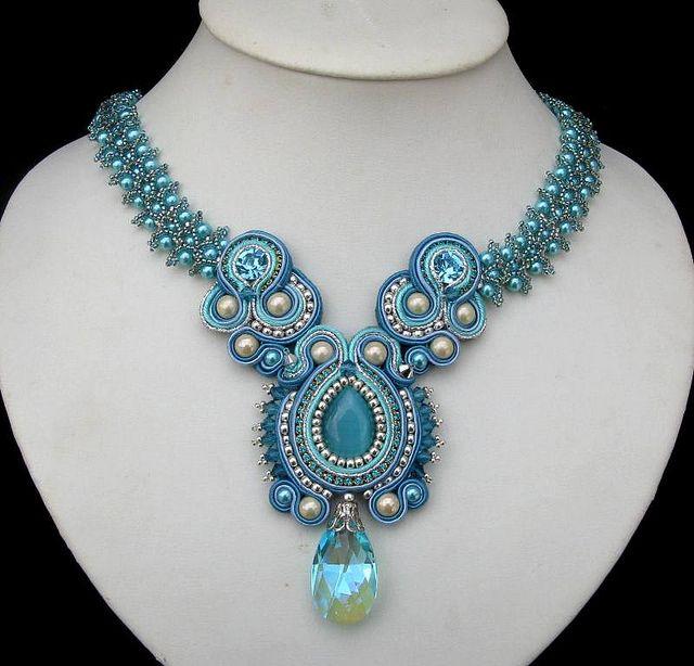 Fabulous turquoise necklace.