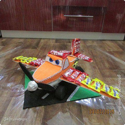 Свит-дизайн День рождения Моделирование конструирование Самолетик из конфет Бумага гофрированная фото 3