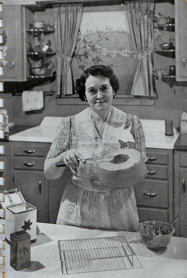 Vintage, vintage radio, cooking, 1940's, cake, kitchen, Mrs. Frances Youngren, WMBI Home Hour, housewife, matronly, baking, frosting,