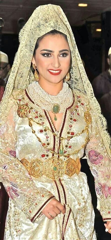 Moroccan bride wearing Moroccan caftan and jewellery #moroccancaftan: