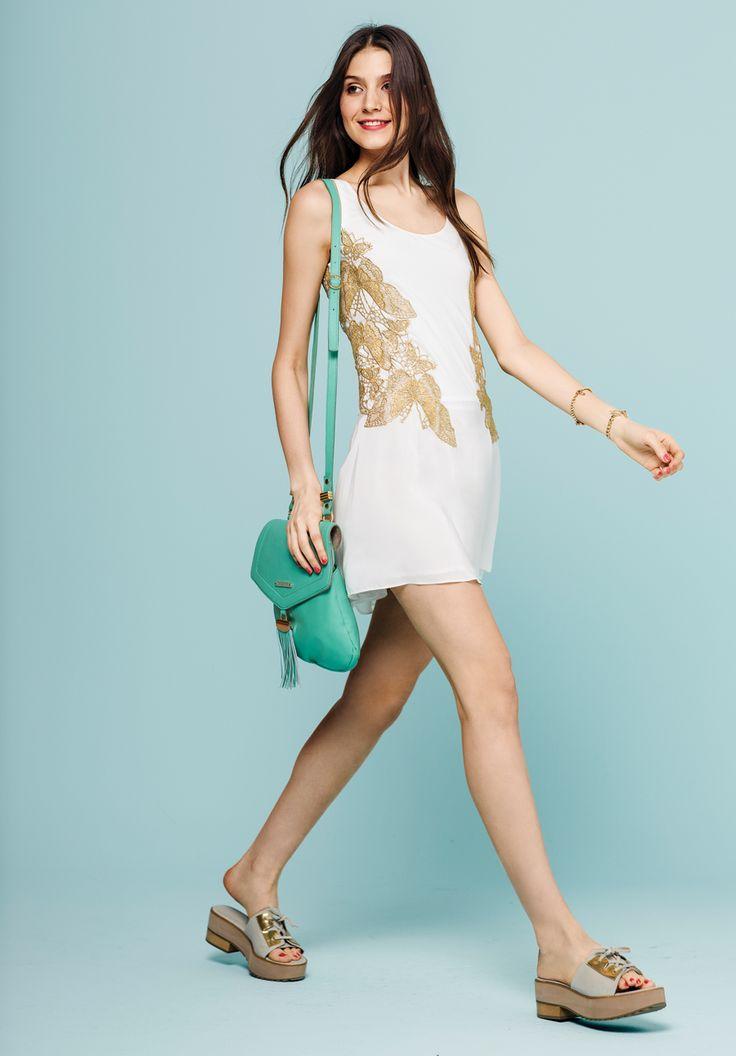 vestido alas. bandolera veloso. pulsera creuza. zueco veloso.  http://estore.vitamina.com.ar/lookbook/look-33.html