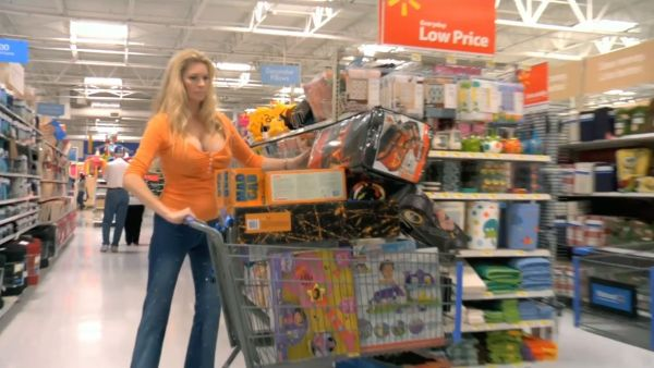 Jackie Siegel, The Queen of Versailles (2012), loading up on stuff her family doesn't need at Walmart