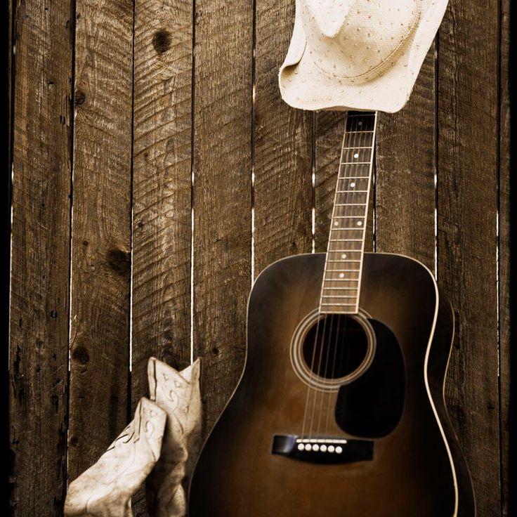 XVII-XVIII век ярко осветлен активным развитием сельской музыки — #кантри. Наиболее широко она начала развиваться в Северной Америке, однако, сильное влияние получила от ирландской и шотландской народной музыки. Тексты таких песен зачастую рассказывали про любовь, сельский быт и ковбойскую жизнь.   http://www.artscenter1.com/