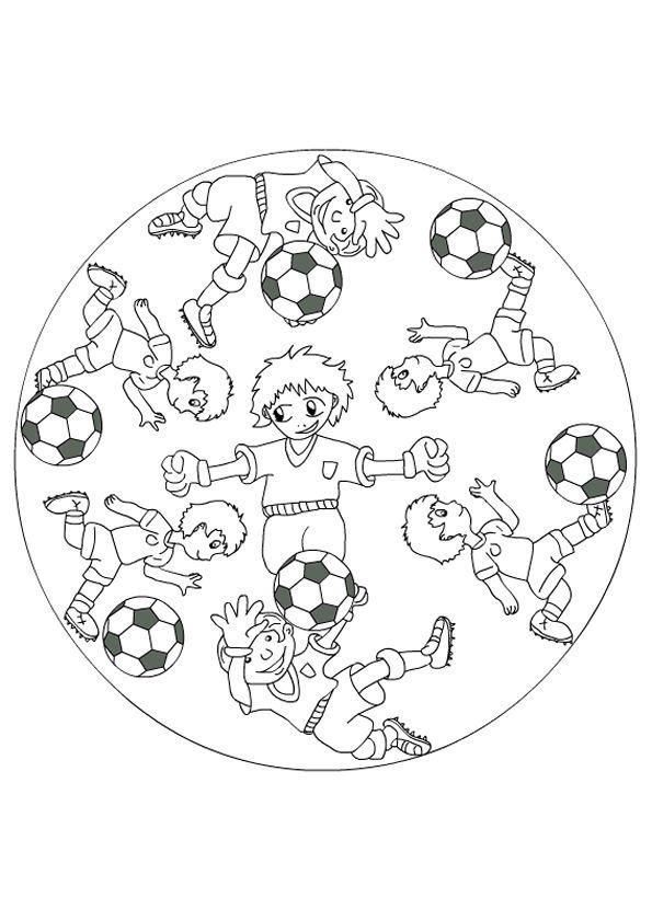 Image à colorier de plusieurs enfants s'amusant avec leurs ballons de foot, chacun à sa façon