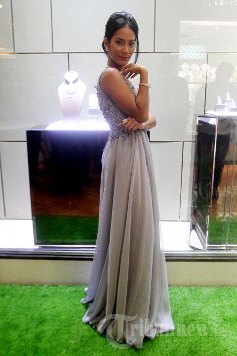 Tara Basro Kenakan Perhiasan Frank & Co Jewellery, Foto 1 - Tribun Images