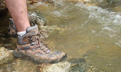 #Umove_chuyên_gia  Các lưu ý để chọn giày khi tham gia các hoạt động du lịch dã ngoại bao gồm cả hoạt động leo núi, lội nước... #Umove #dãngoại #leonúi #cắmtrại #outdoor #knives #camping #hunting