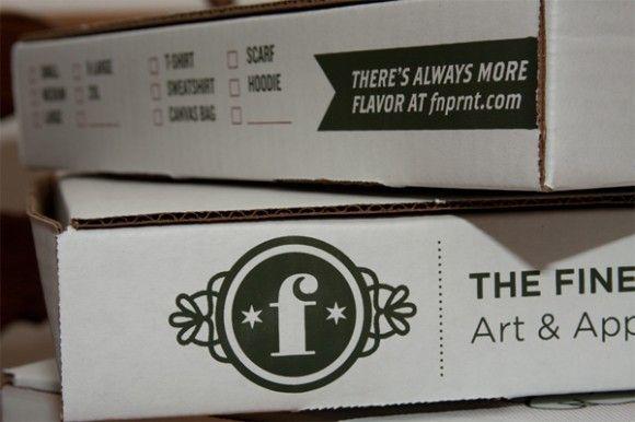 упаковка для футболок в виде коробки для пиццы