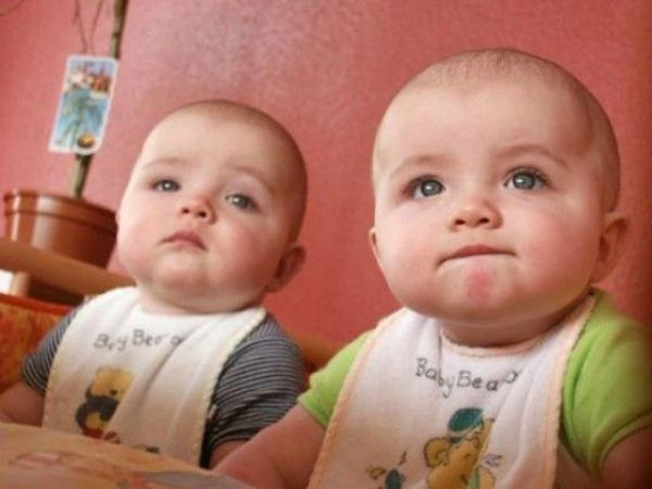 Here are cute twin babies pictures and majority of these pics is going to make you puzzle.