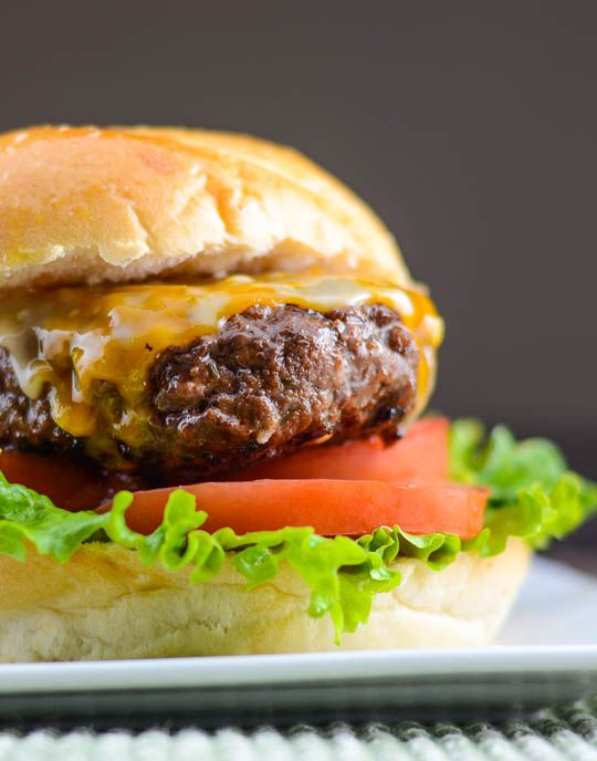 Asian BBQ Burger with Sriracha Mayo - Flavor Mosaic - #GEats #burgers