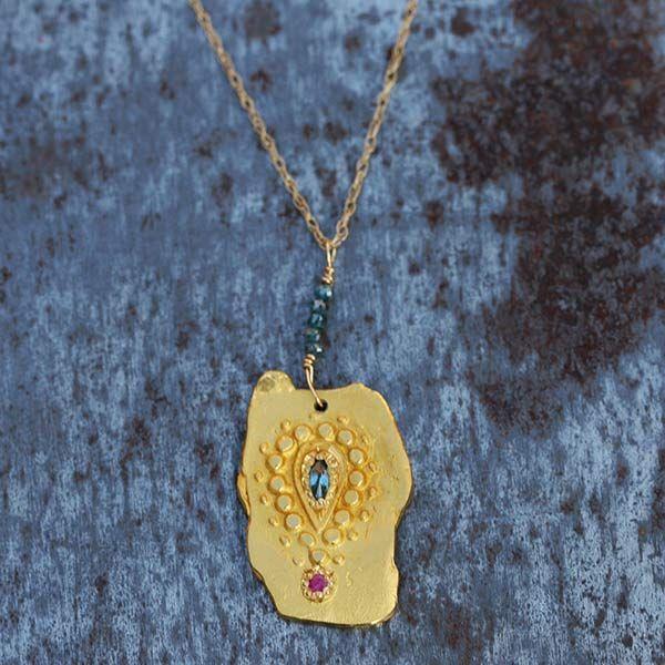 Pendentif jaïpur en or 22 carats de style antique, diamants bleus, création artisanle française de Esther pour l'atelier des bijoux créateurs