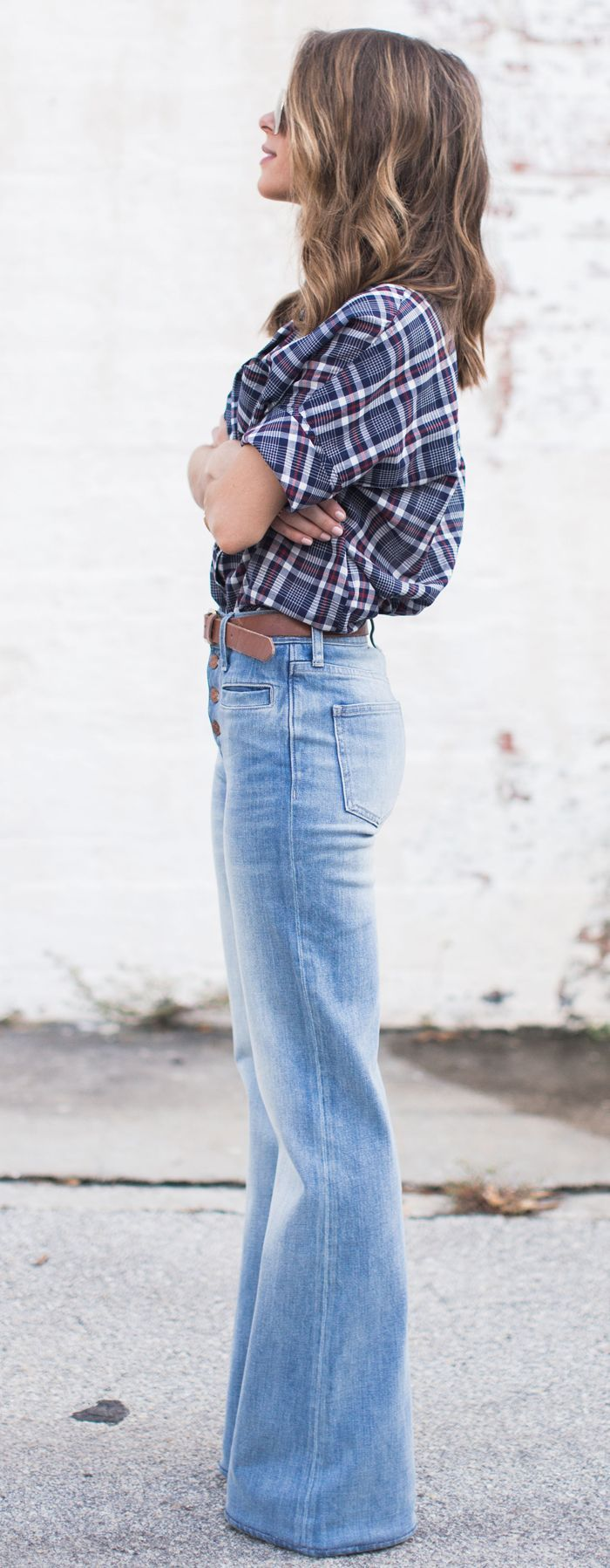 Flares jeans with plaid shirt. 70s fashion trend. Outfit to copy. Stylish look.