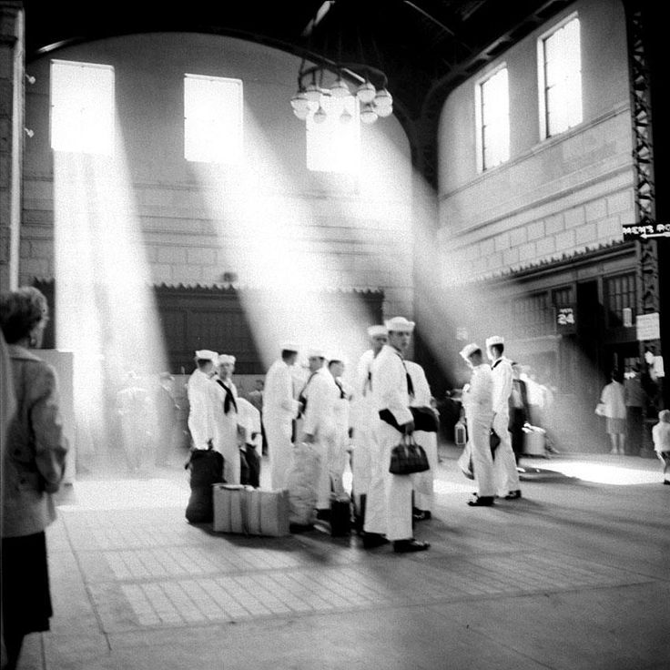 Sailors in beautiful light. 1961 © Vivian Maier/Maloof Collection