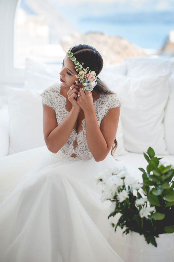 #BridalPortrait from couples inspiration styled shoot in Santorini, Greece. Capture by #Phosart Photography & Cinematography See more www.photographergreece.com