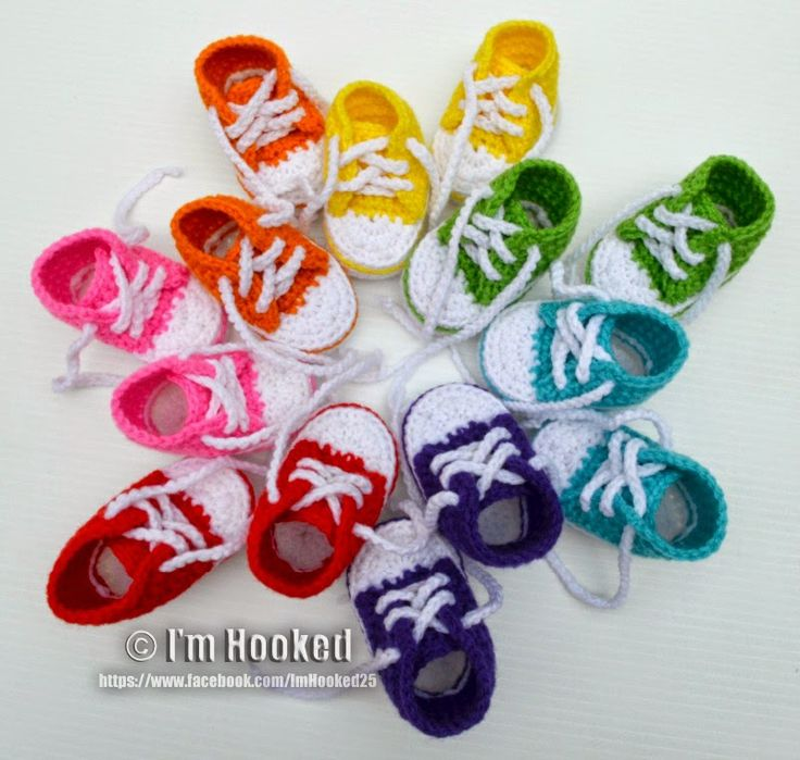 free crochet pattern, high top baby booties, converse / link to / Knot Your Nana's Crochet