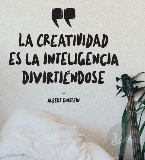"""VINILO """"La creatividad es la inteligencia..."""""""