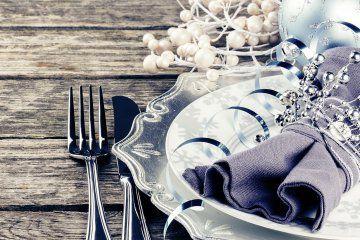 Tante idee e soluzioni creative per far scintillare la tua casa per le feste natalizie e la tavola per un cenone in grande stile