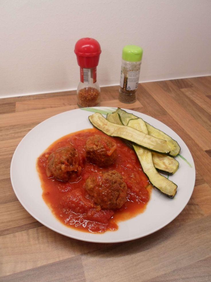 Low Carb Fleischbällchen mit Tomatensauce – Leckeres Rezept