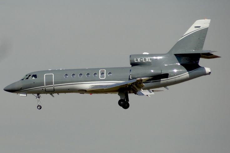 Dassault Falcon 50EX (LX-LXL), el 22-9-2015 momentos antes de aterrizar en el Aeropuerto de Barcelona - El Prat.