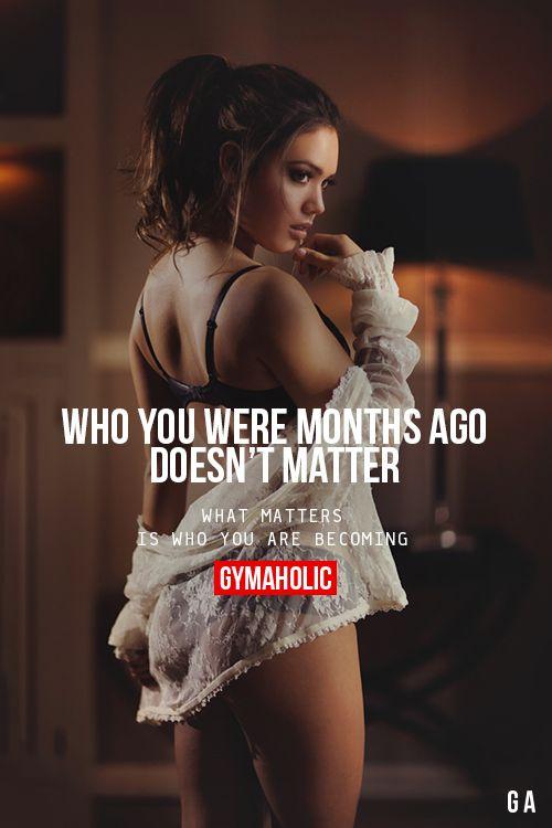 Motywacja to podstawa. Najważniejsze w wielu sytuacjach podczas treningu jest odpowiednie motywowanie się do działania. Bez tego trudno czasem o regularność. Warto dlatego też szukać różnych okazji do motywacji. Tutaj mamy bardzo mądrą sentencję. Nie ważne, kim byłaś miesiąc temu. Ważne jest to, kim możesz się stać. Tyczy się to nie tylko Twojej sylwetki, lecz też osobowości i podejścia do życia. A więc - do dzieła! #motywacja #trening #sport ##rękawiczki ##treningowe