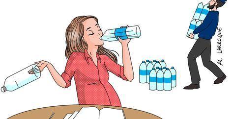 Préparez votre rdv d' échographie! Deux heures avant l'examen, il est idéal est de boire environ 1 litre d'eau, ce qui permet d'augmenter la quantité de liquide amniotique autour du foetus et donc de faciliter son observation. Eviter les crèmes anti vergetures Il est fortement recommandé de ne pas mettre de crème ou d'huile anti vergetures sur le ventre dans les 3 jours qui précèdent votre échographie.