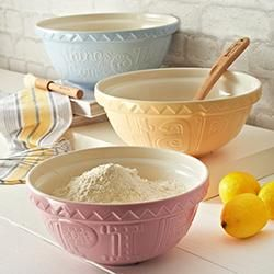 Mason Cash Bake My Day range is just the perfect pastel baking range for summer.