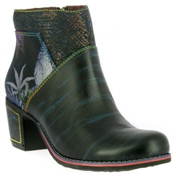 Christie 05, these easy-to-wear ankle boots from quirky brand Laura Vita are just the right balance of pretty and practical. Dare to be different in these bold handcrafted boots made from natural leather. In this black and blue floral combination, they look great on the foot and feel good too! Featuring a large side zip design for an easy and secure fit, they boast comfortable padding and a flexible, treaded sole to keep you comfy all day…