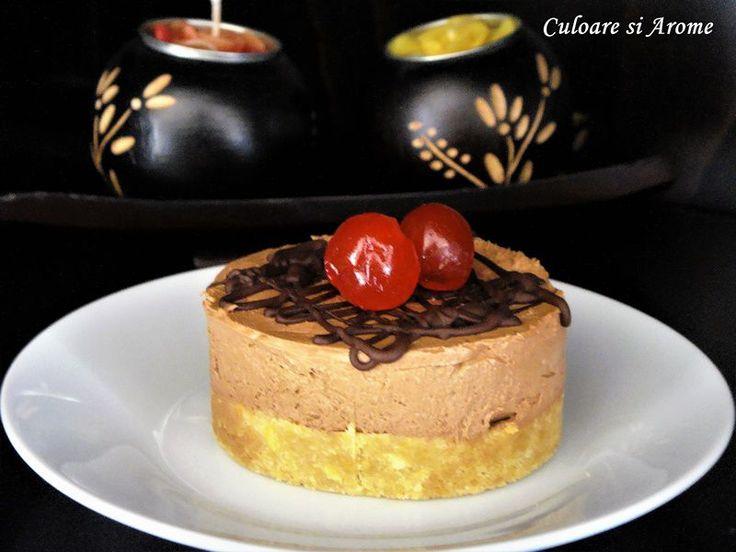 <p>Ingrediente:+Pentru+blat:+–+100+g+biscuiti+Petit+Beurre+–+100+g+unt+topit+Pentru+crema:+–+125+g+crema+de+branza+Philadelphia+–+100+g+smantana+–+50+g+zahar+pudra+–+90+g+ciocolata+amaruie+(poate+fi+si+cu+lapte)+Mod+de+preparare:+Biscuitii+se+pun+intr-o+punga+…</p>