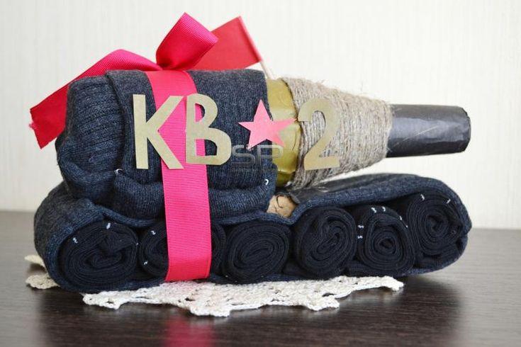 Делаем оригинальный подарок мужу — танк из носков