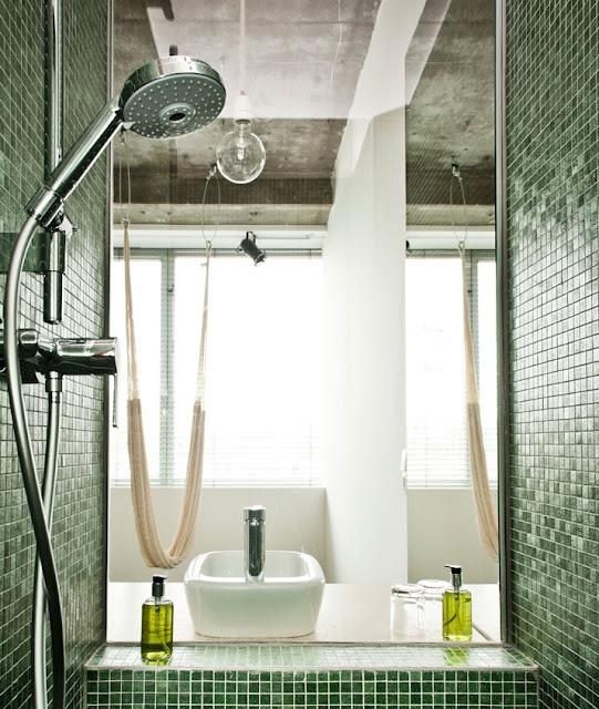 Nos gusta este baño, por ser un lugar que invita al #relax. #Simple pero #elegante a la vez.