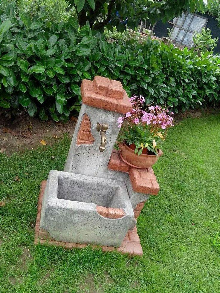 Gartenbrunnenquelle des Bauernhauses, antiquiert. Ort: Livorno Ferraris (Vercelli).
