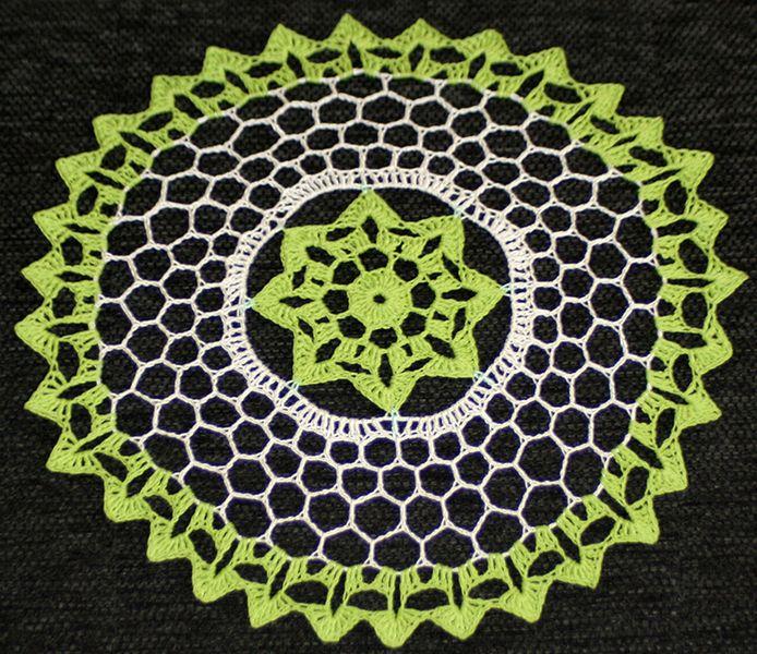 Serwetka szydełkowa w kolorach zieleni i beżu w Barabella_shop na DaWanda.com
